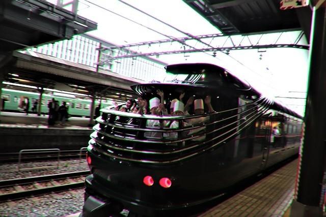 藤田八束の鉄道写真@京都駅で瑞風をお迎えしました。京都駅駅員さんと瑞風、京都駅歓迎の様子・・・トワイライトエキスプレス瑞風_d0181492_18150094.jpg