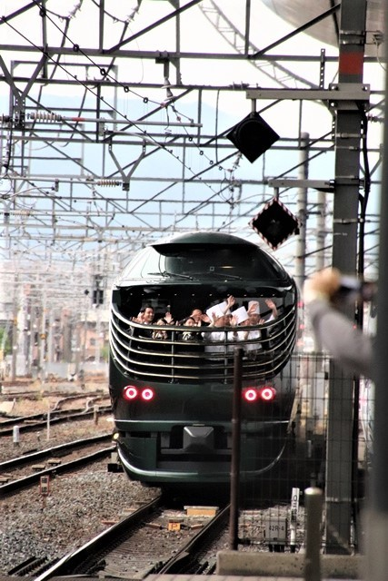 藤田八束の鉄道写真@京都駅で瑞風をお迎えしました。京都駅駅員さんと瑞風、京都駅歓迎の様子・・・トワイライトエキスプレス瑞風_d0181492_18152626.jpg
