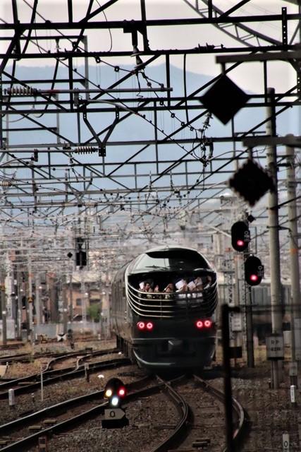 藤田八束の鉄道写真@京都駅で瑞風をお迎えしました。京都駅駅員さんと瑞風、京都駅歓迎の様子・・・トワイライトエキスプレス瑞風_d0181492_18153642.jpg