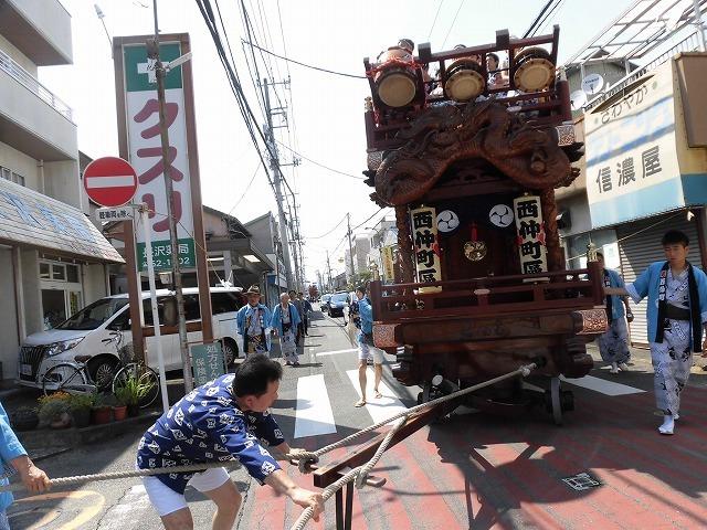 3日経った今朝も私は足腰が痛い! 吉原祇園祭で西仲町の山車の巡行_f0141310_06100863.jpg