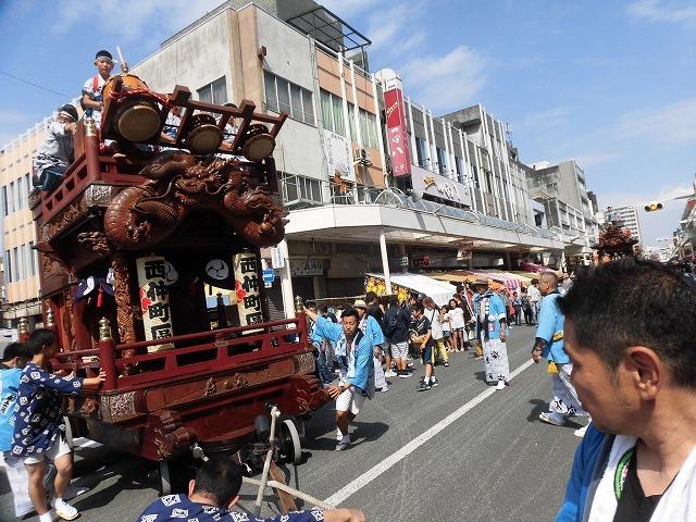 3日経った今朝も私は足腰が痛い! 吉原祇園祭で西仲町の山車の巡行_f0141310_06103223.jpg