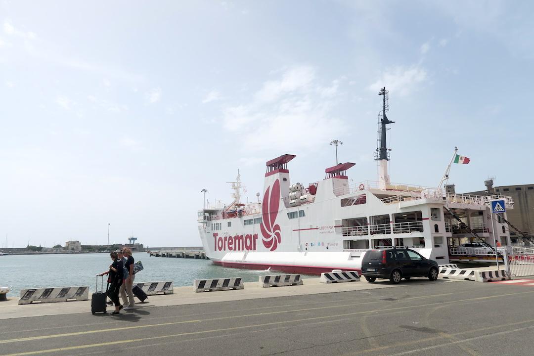 カプライア島発って船でリボルノへ_f0234936_7531183.jpg