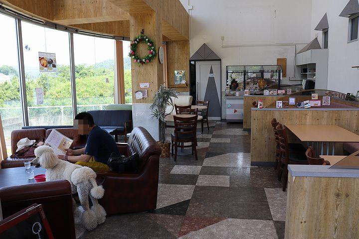期待外れのドッグカフェ。_b0111376_14580572.jpg