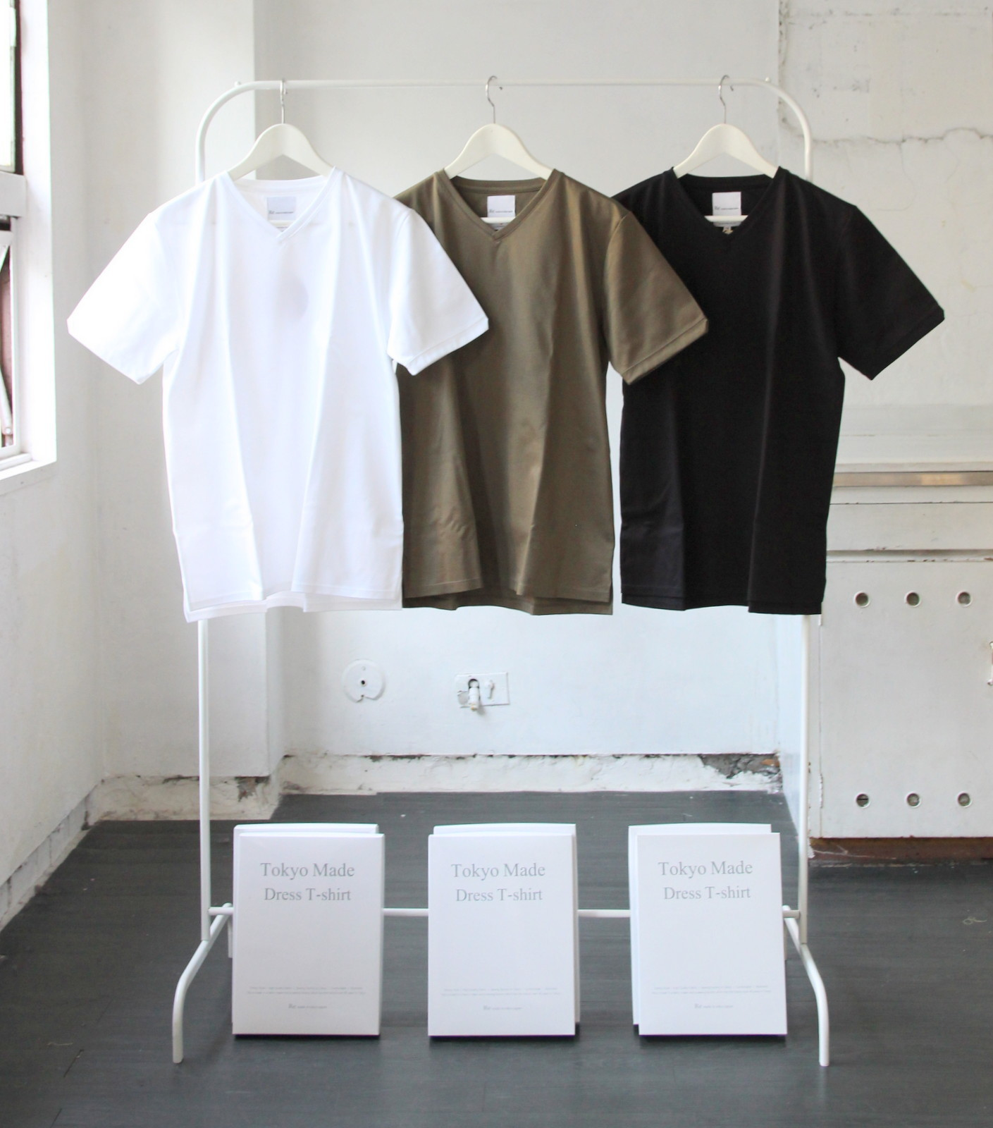 Tokyo Made Dress T-shirt (V-neck)_c0379477_07272680.jpg