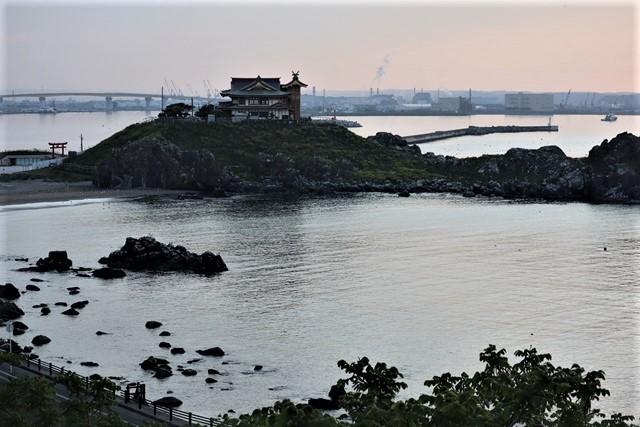 藤田八束の鉄道写真@東北八戸線にて、夕日の蕪島は絶景明日の幸せを祈りました・・・夕日がくれた元気のパワー_d0181492_09594514.jpg