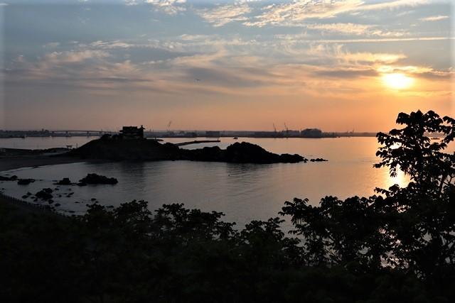 藤田八束の鉄道写真@東北八戸線にて、夕日の蕪島は絶景明日の幸せを祈りました・・・夕日がくれた元気のパワー_d0181492_10000122.jpg