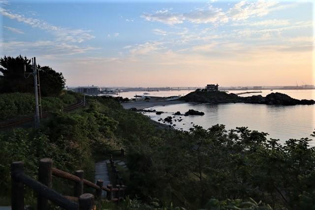 藤田八束の鉄道写真@東北八戸線にて、夕日の蕪島は絶景明日の幸せを祈りました・・・夕日がくれた元気のパワー_d0181492_10003531.jpg