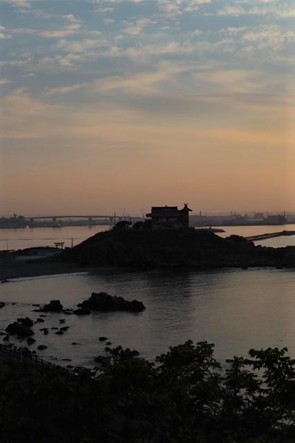藤田八束の鉄道写真@東北八戸線にて、夕日の蕪島は絶景明日の幸せを祈りました・・・夕日がくれた元気のパワー_d0181492_10004486.jpg