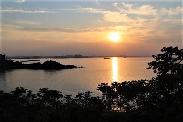 藤田八束の鉄道写真@東北八戸線にて、夕日の蕪島は絶景明日の幸せを祈りました・・・夕日がくれた元気のパワー_d0181492_10005904.jpg