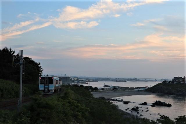 藤田八束の鉄道写真@東北八戸線にて、夕日の蕪島は絶景明日の幸せを祈りました・・・夕日がくれた元気のパワー_d0181492_10014240.jpg