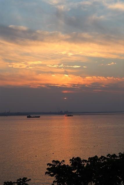 藤田八束の鉄道写真@東北八戸線にて、夕日の蕪島は絶景明日の幸せを祈りました・・・夕日がくれた元気のパワー_d0181492_10015190.jpg