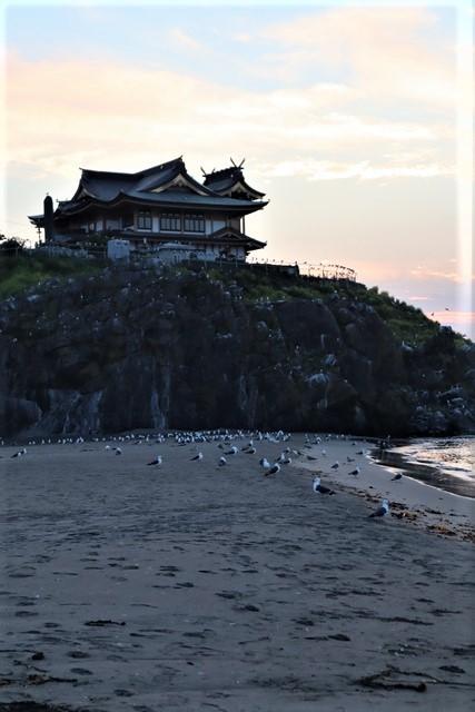 藤田八束の鉄道写真@東北八戸線にて、夕日の蕪島は絶景明日の幸せを祈りました・・・夕日がくれた元気のパワー_d0181492_10021661.jpg