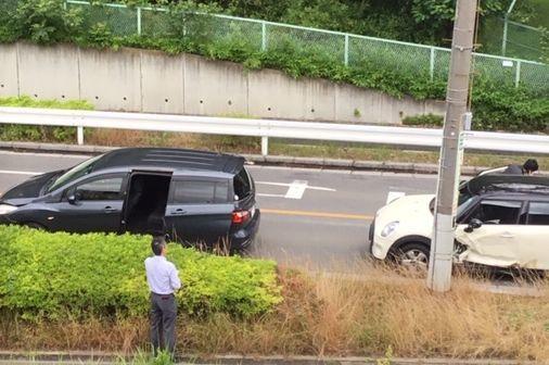 朝の交通事故_b0017215_17580755.jpg