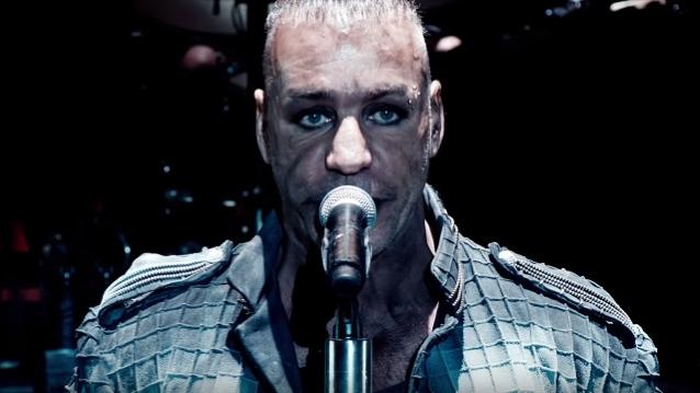 RammsteinのTil Lindemannがホテルのバーで男に暴行_b0233987_23154526.jpg