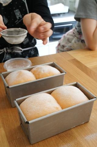 今月は変わり食パンです♪_b0345432_16423481.jpg