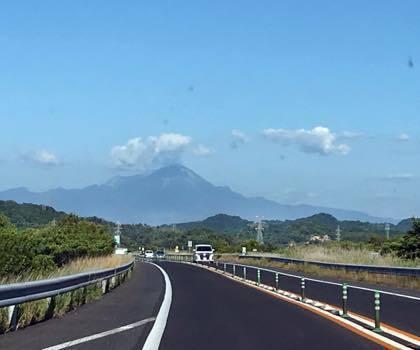 大山周辺にも全く雲がなくてドピーカン........流石に....._b0194185_21102058.jpg