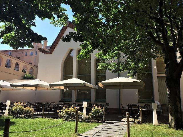 Caja de Ahorros de Sabadell の建物_b0064411_07304597.jpg