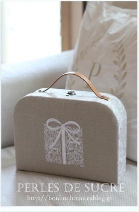 自宅レッスン サークル型の箱(大小) トランクスタイルの箱 コスメスタンド サティフィカ 手帳カバー 引き出し付き本型の箱_f0199750_21592204.jpg