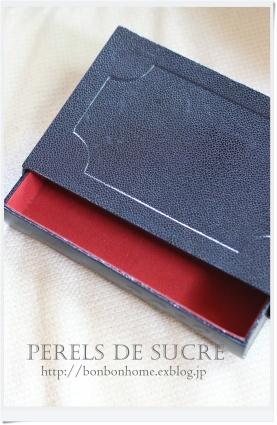 自宅レッスン サークル型の箱(大小) トランクスタイルの箱 コスメスタンド サティフィカ 手帳カバー 引き出し付き本型の箱_f0199750_21594260.jpg