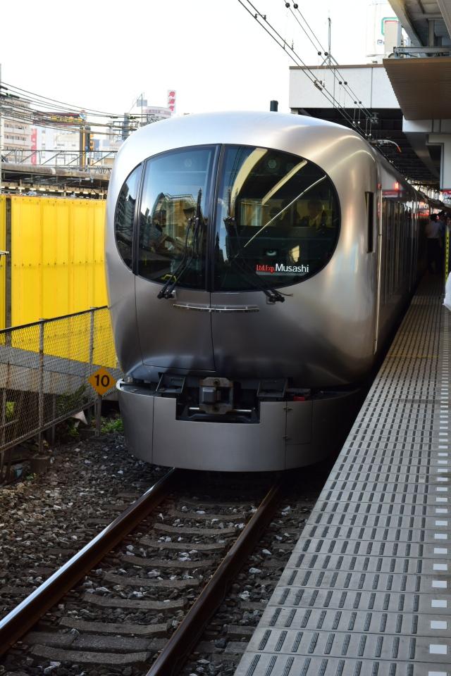 西武鉄道001系、新型特急Laview_a0110756_10385848.jpg