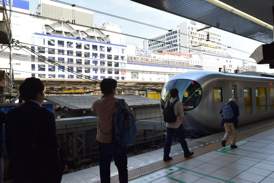西武鉄道001系、新型特急Laview_a0110756_10423670.jpg