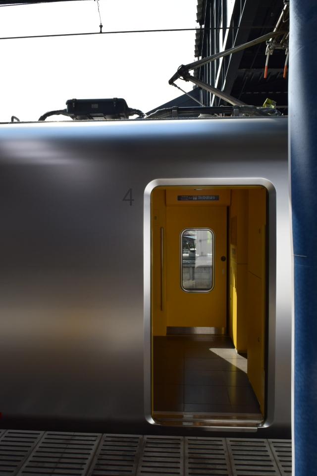 西武鉄道001系、新型特急Laview_a0110756_10425882.jpg