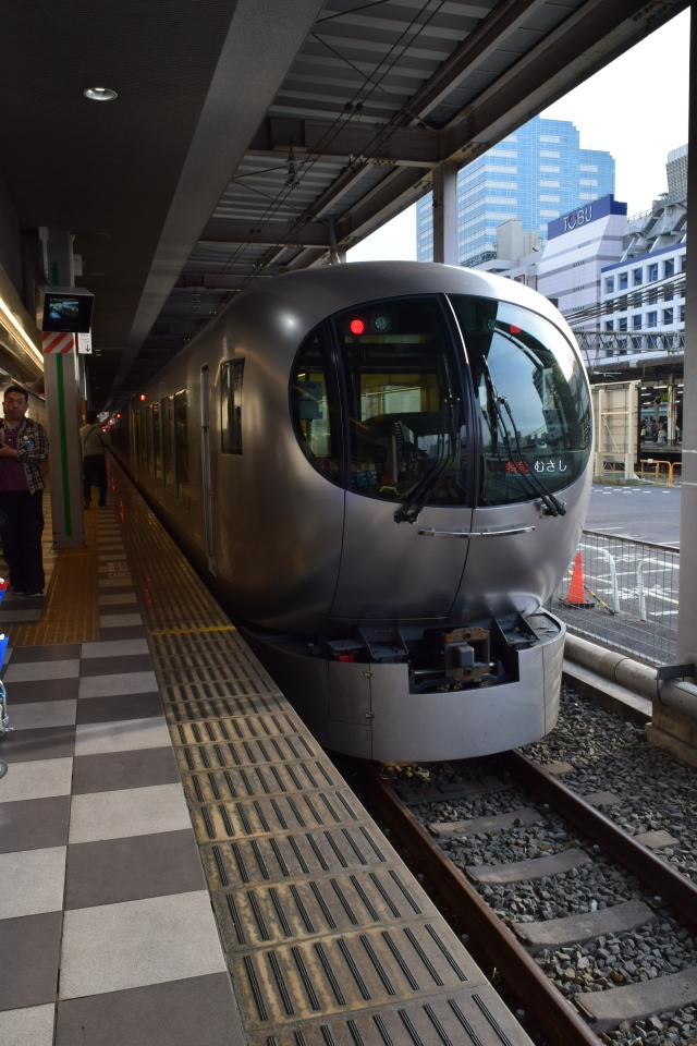 西武鉄道001系、新型特急Laview_a0110756_10530203.jpg