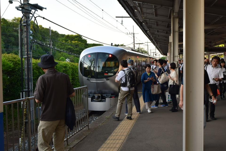 西武鉄道001系、新型特急Laview_a0110756_10560152.jpg
