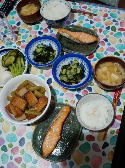 パスタと塩鮭定食_c0162773_12303802.jpg