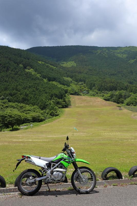 KLXで、中津明神山「天空の林道」へ その1_a0077663_08223514.jpg