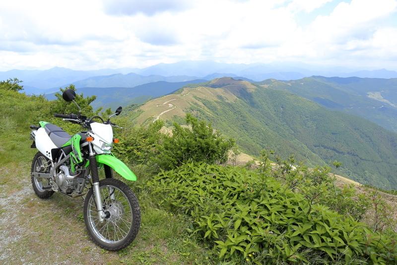 KLXで、中津明神山「天空の林道」へ その1_a0077663_08230428.jpg