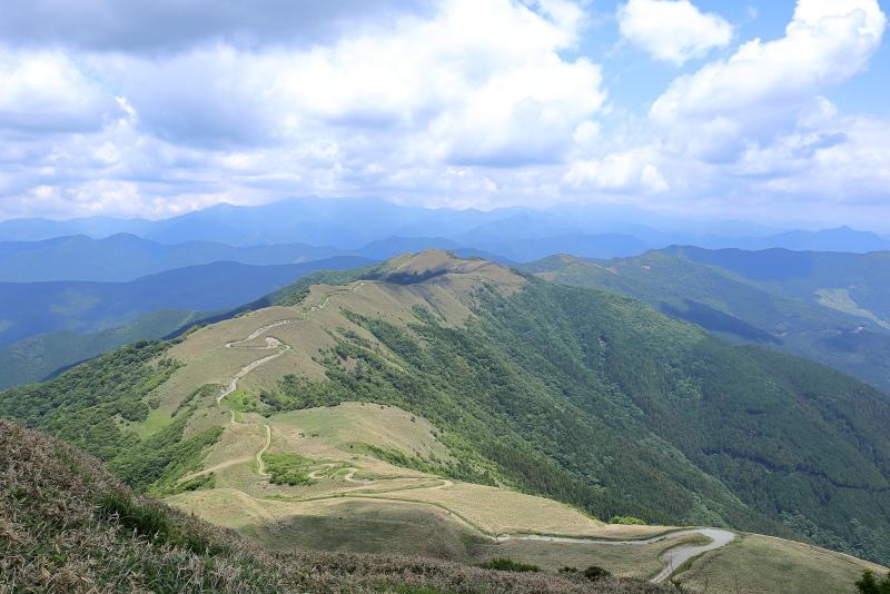 KLXで、中津明神山「天空の林道」へ その1_a0077663_08232284.jpg