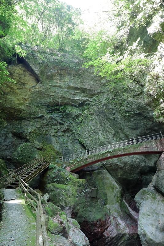 KLXで、中津明神山「天空の林道」へ その2_a0077663_08430752.jpg