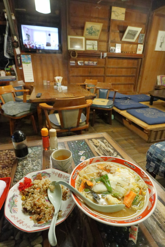 食堂 フライパンは、ザ・昭和!!_a0077663_15503374.jpg