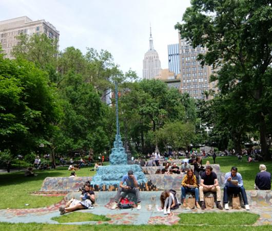 NYの公園の楽しみ方:アートの上で裸足で読書_b0007805_21191564.jpg