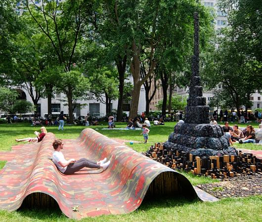 NYの公園の楽しみ方:アートの上で裸足で読書_b0007805_21203541.jpg