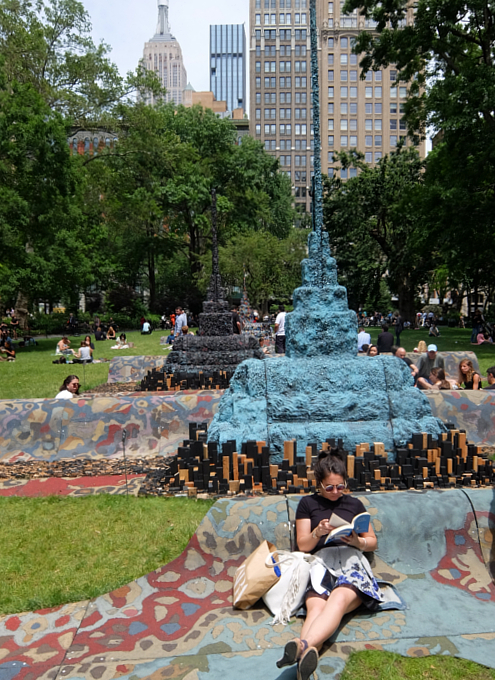 NYの公園の楽しみ方:アートの上で裸足で読書_b0007805_21212890.jpg