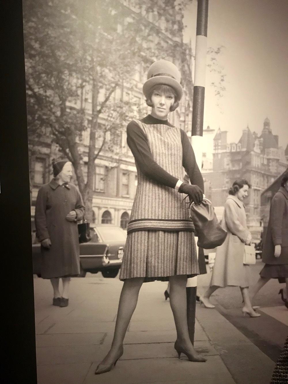 ヒッピーハッピーな時代の女王、V&Aマリー・クワント展_e0114020_01023861.jpg