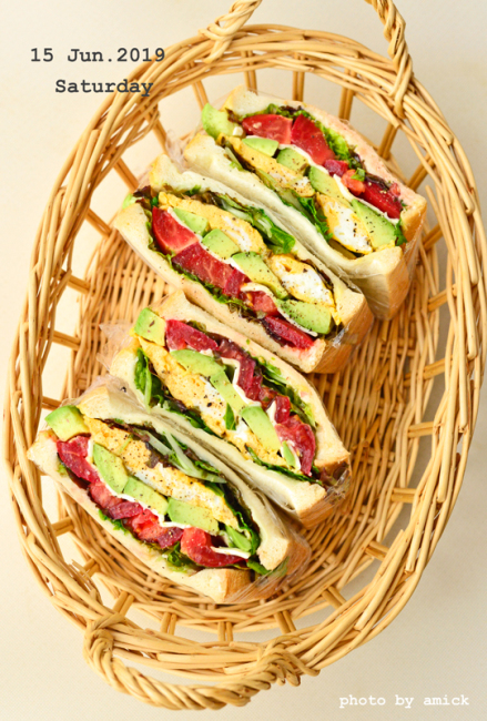 6月17日 月曜日 アボカドと卵のサンドイッチ_b0288550_15423886.jpg