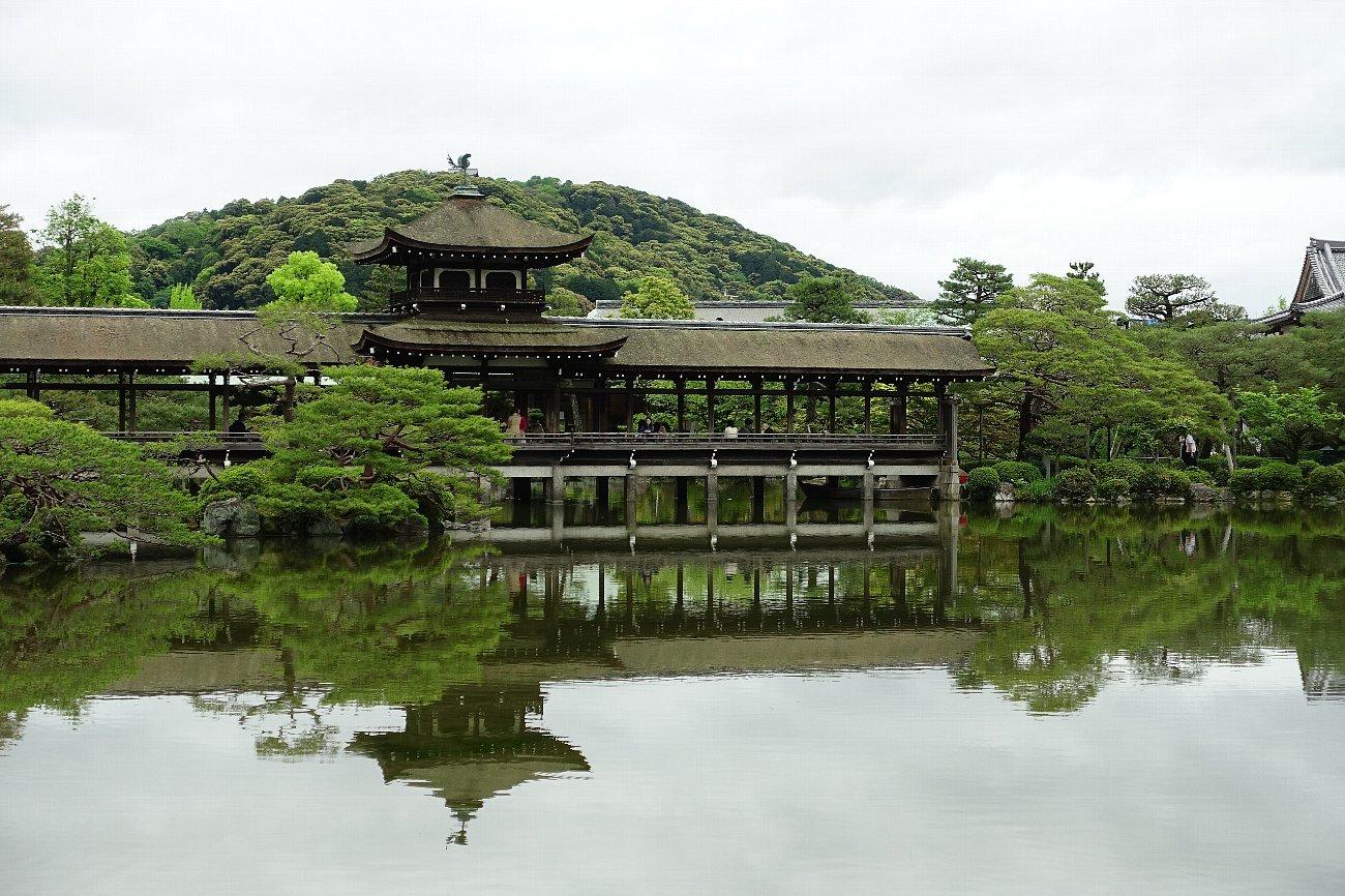平安神宮 (その6)東神苑の社殿_c0112559_14215524.jpg