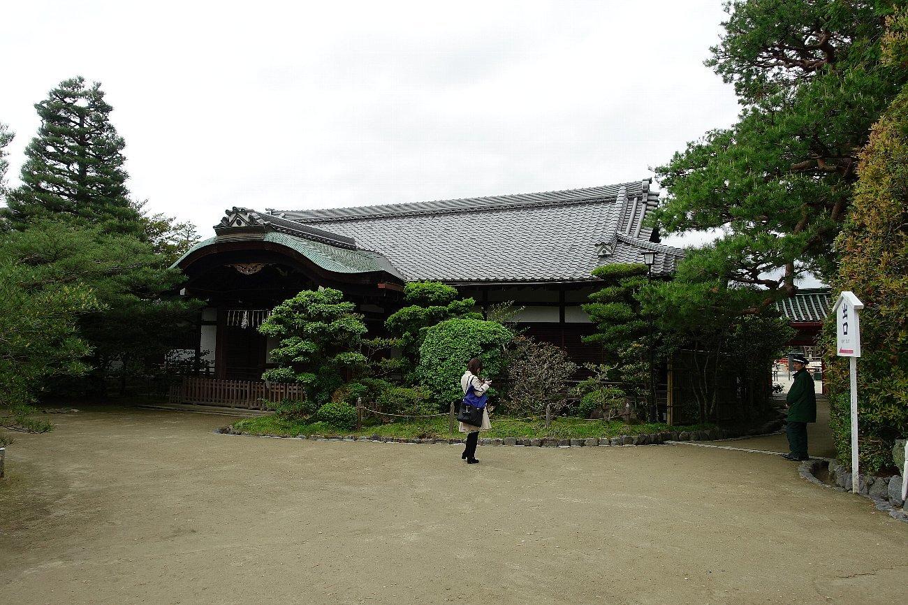 平安神宮 (その6)東神苑の社殿_c0112559_14280763.jpg