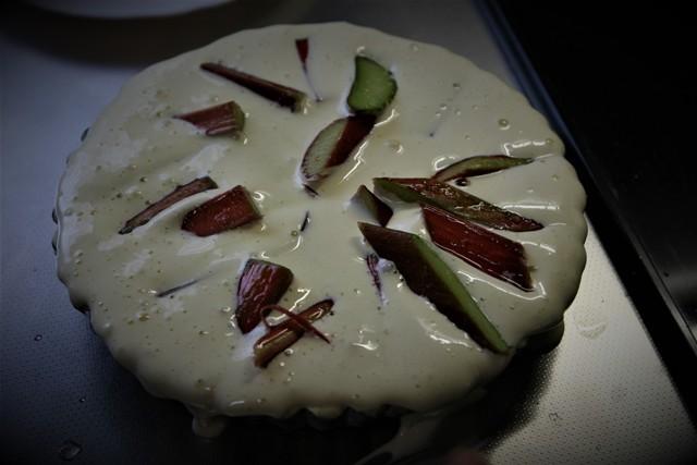 高槻で収穫したルバーブでパイを焼く~♬_f0229190_11102455.jpg