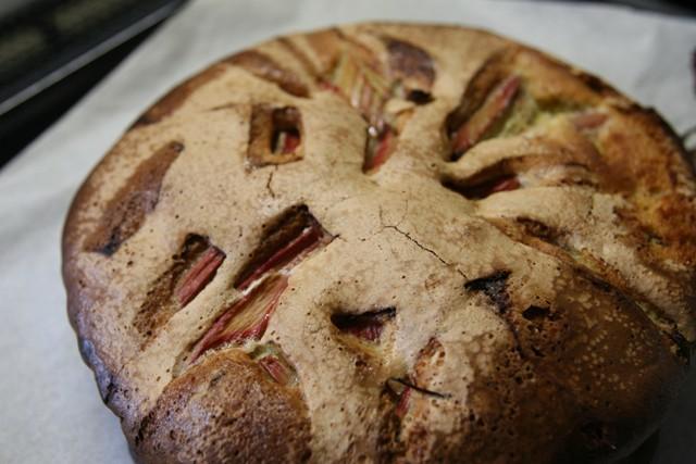 高槻で収穫したルバーブでパイを焼く~♬_f0229190_11114908.jpg