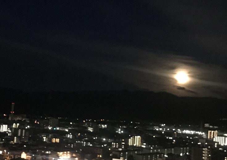 ストロベリームーン * 明け方の月 *_c0212604_23193256.jpg
