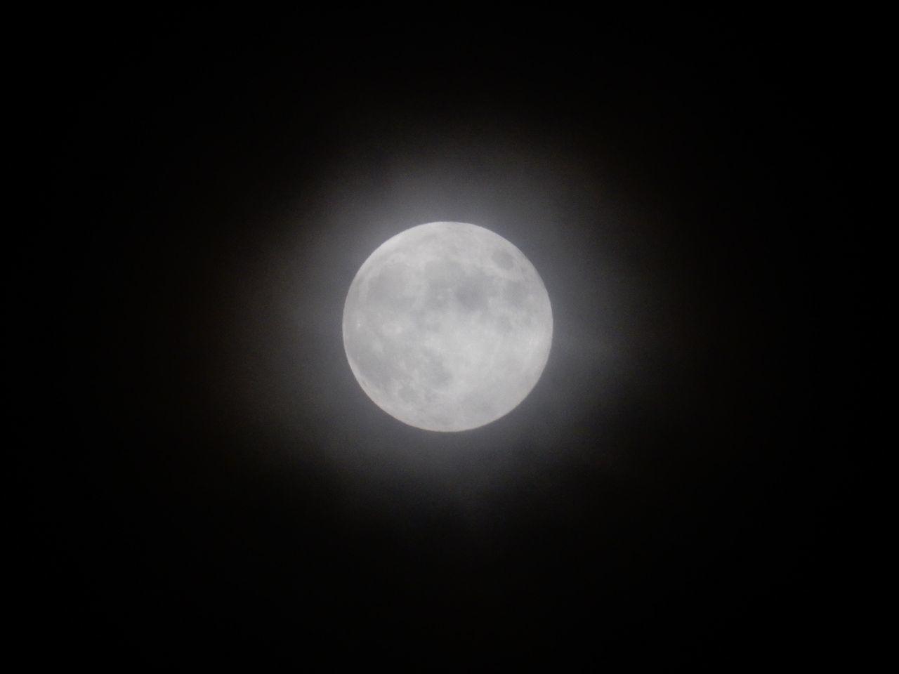 嵐が去ってストロベリー・ムーンのおぼろ月_c0025115_21344242.jpg