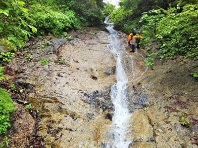 雨の尾西谷 (7年ぶりに再訪)_b0397021_1854915.jpg