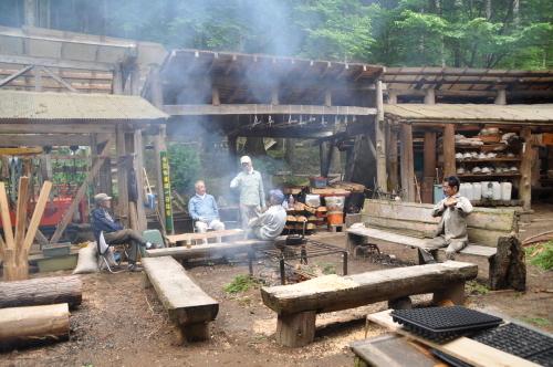 2019年6月9日 椎茸原木の本伏せ 玉ねぎの収穫_d0053832_11310177.jpg