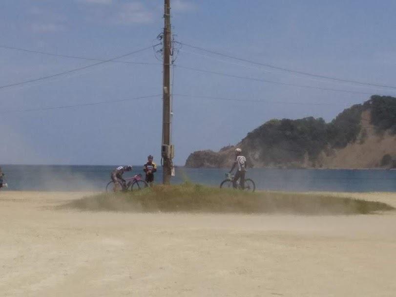 滅多に無いメカトラと日本海の砂嵐_c0214359_23000746.jpg