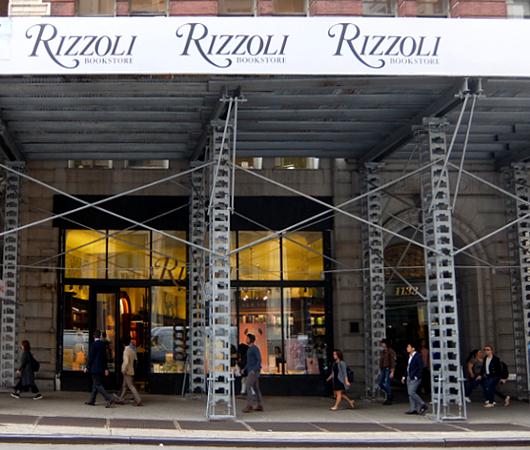 自称「ニューヨークでもっとも美しい本屋」Rizzoli Bookstore_b0007805_10150944.jpg