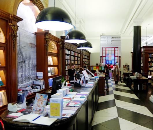 自称「ニューヨークでもっとも美しい本屋」Rizzoli Bookstore_b0007805_10224135.jpg